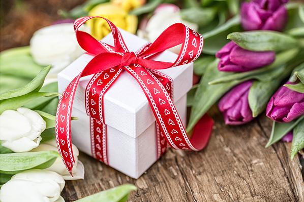Як зробити 8 березня для коханої справді незабутнім? 10 безпрограшних варіантів подарунків
