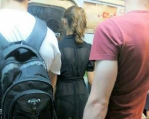 Секси девка в метро