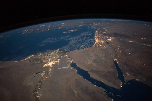 Нічний вид північної частини Єгипту та Синайського півострова