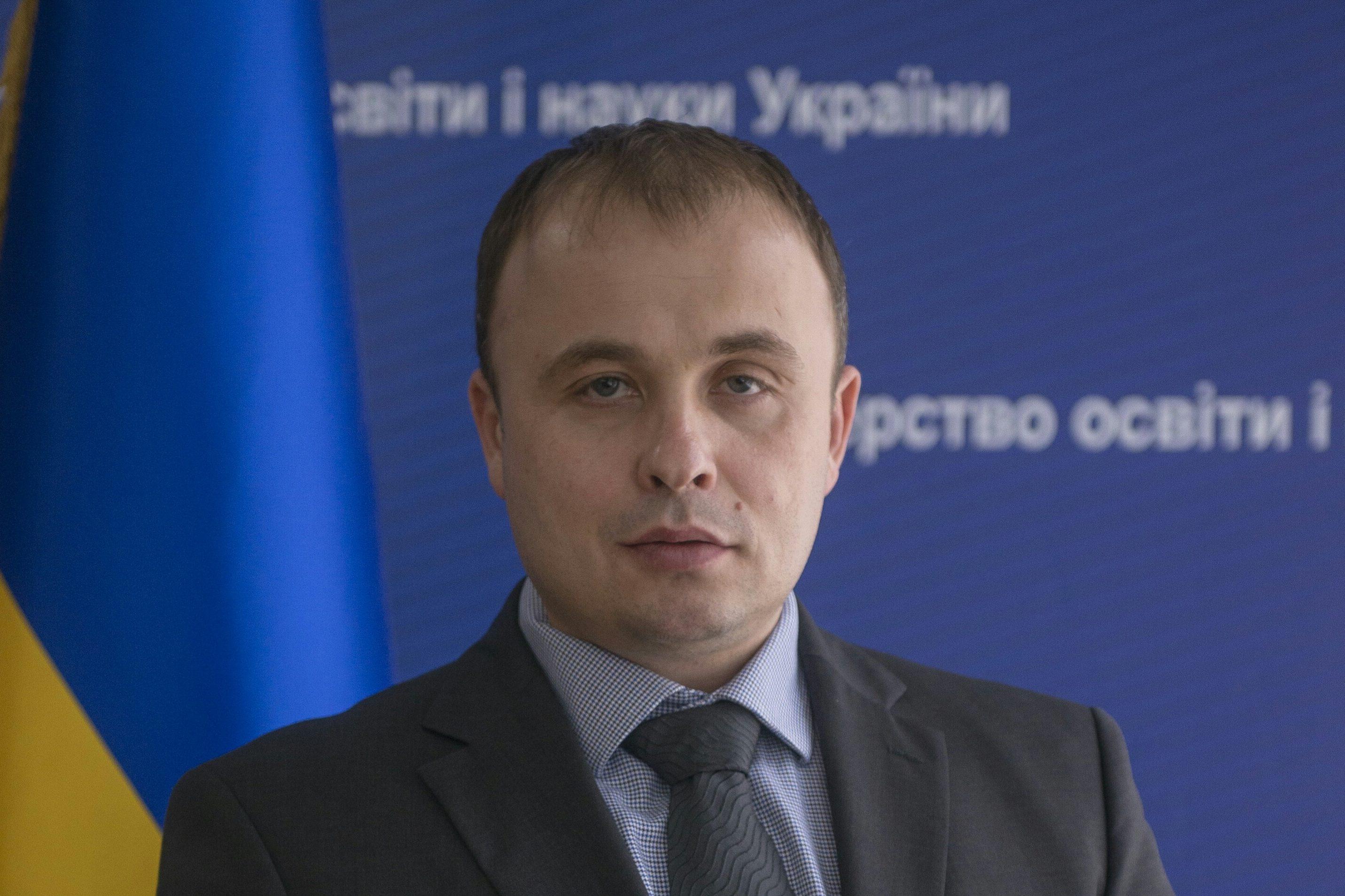 Працівників Міносвіти зобов'язали говорити лише українською наслужбі