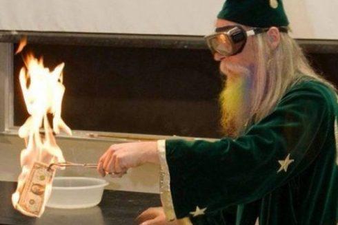 Учитель хімії, який прикинувся чарівником
