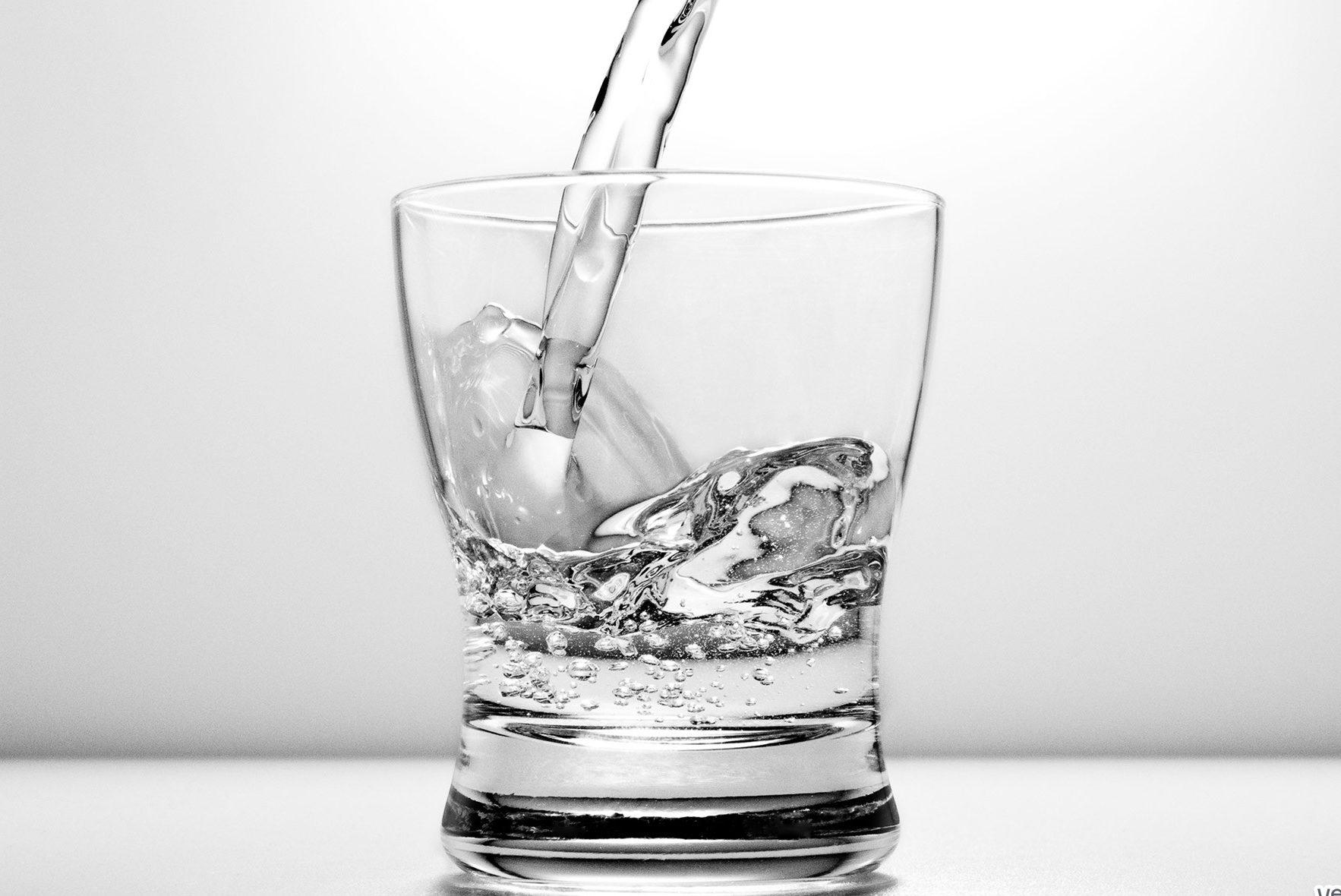 НаДнепропетровщине ототравления водкой скончался мужчина, еще 7 человек отправлены вмедучереждение