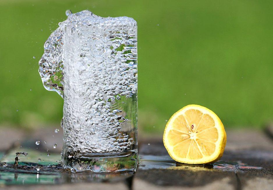 Восемь стаканов воды вдень вредит организму— Ученые