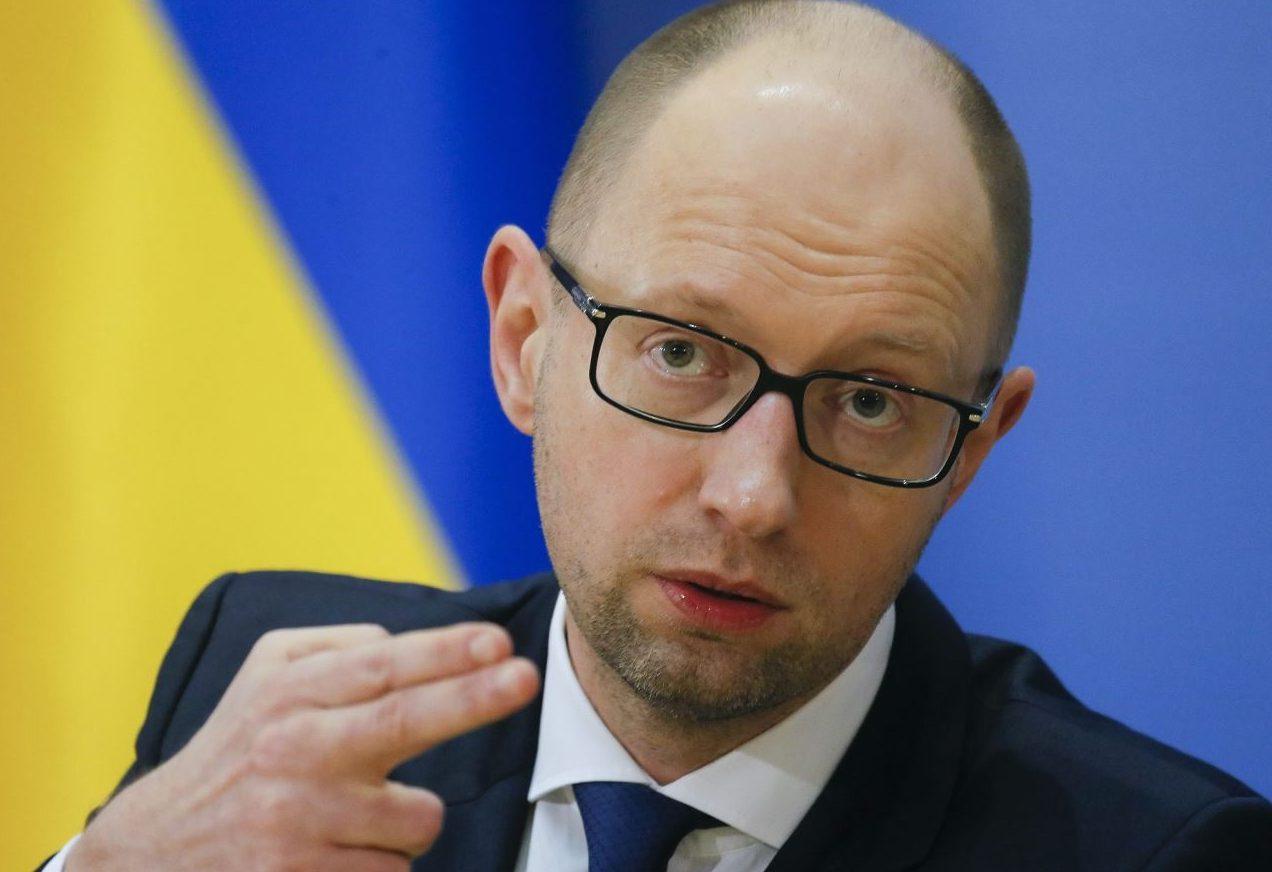 Яценюк поддерживает введение визового режима сРоссией