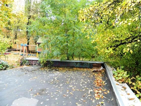 Граната на дитячому майданчику