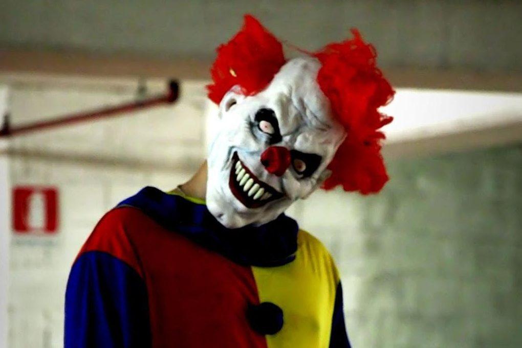 Страшних клоунів налякали