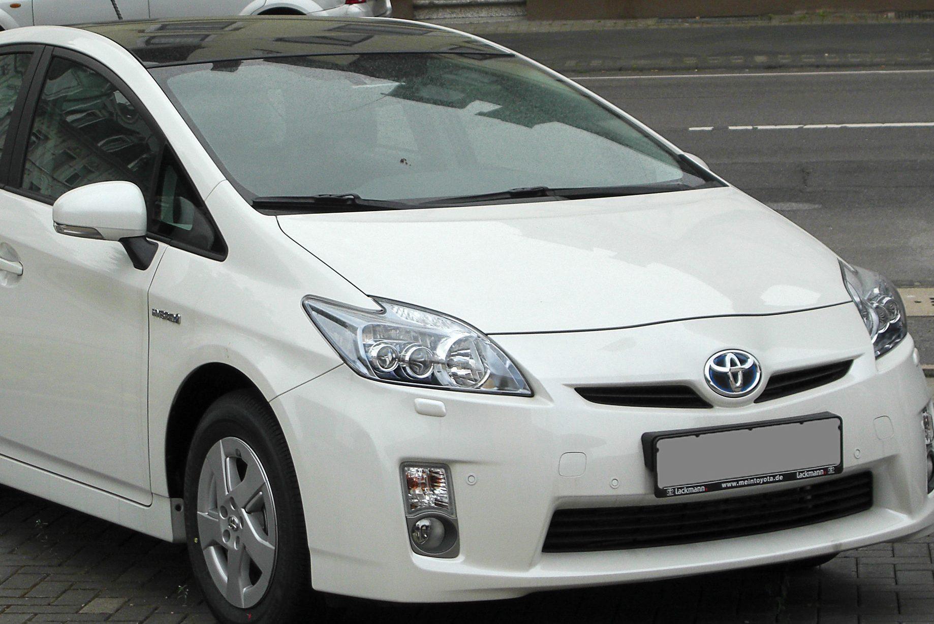 Toyota відкликає автомобілі Prius через гальма