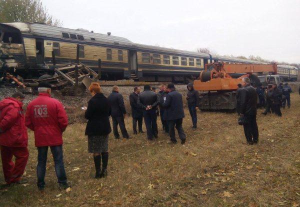 Потяг збив лісовоз