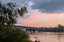 Жінка впала з русанівського моста