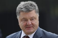 WARSAW, POLAND - JULY 08:  Petro Poroshenko, President of Ukraine, arrives for the Warsaw NATO Summit on July 8, 2016 in Warsaw, Poland. NATO member heads of state, foreign ministers and defense ministers are gathering for a two-day summit beginning later today.  (Photo by Sean Gallup/Getty Images)