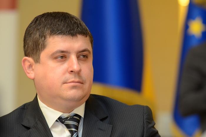 Добровільне об'єднання громад дозволить скоротити армію чиновників, - Максим Бурбак (відео)