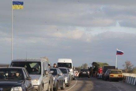 На кордоні з Кримом підняли український прапор