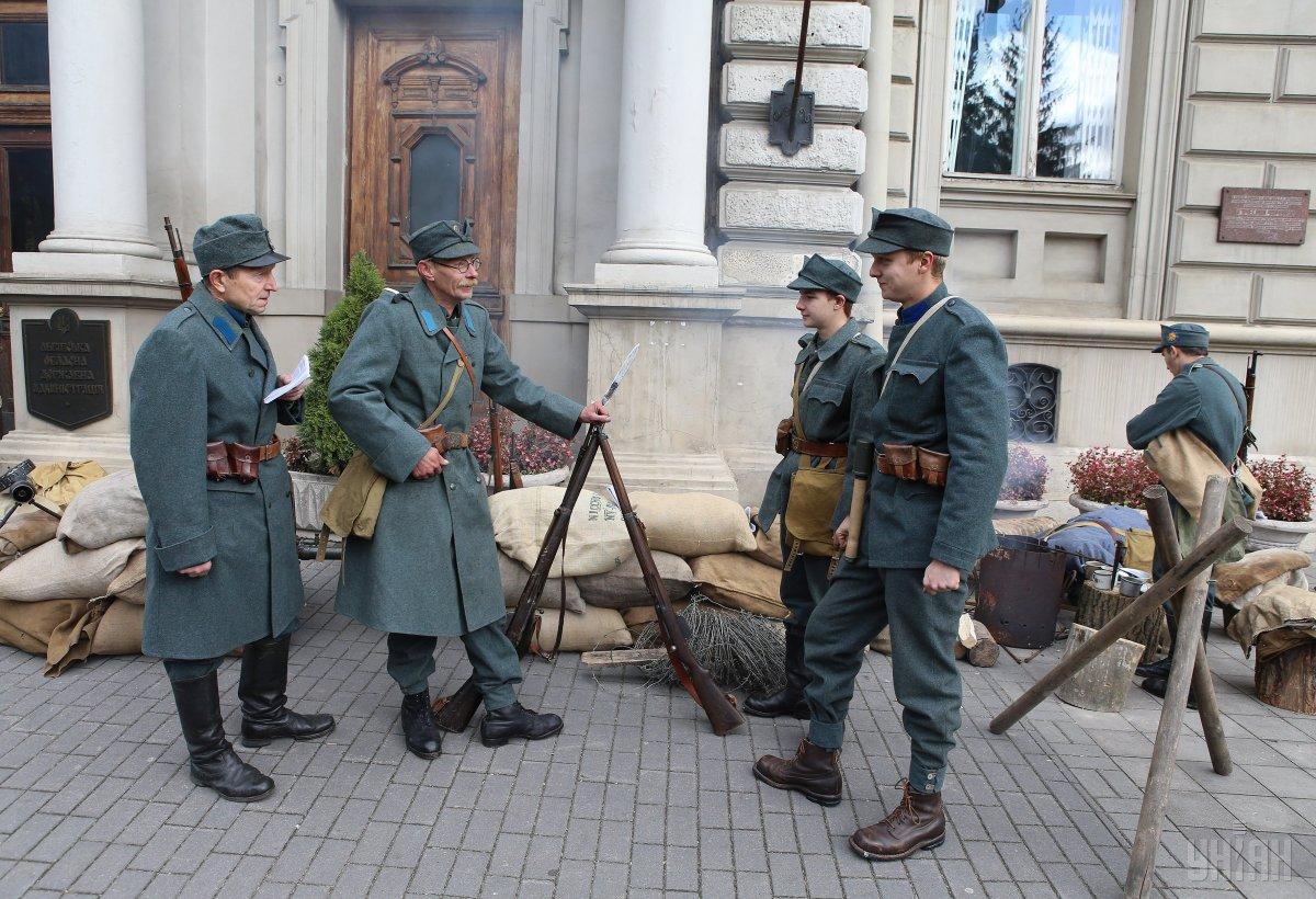 Броневик и сечевые стрельцы: во Львове отметили 98-ю годовщину ЗУНР