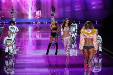 35782361 - london, england - december 02: singer ariana grande performs as model taylor hill walks the runway during victoria's secret fashion show on december 2, 2014 in london, england.