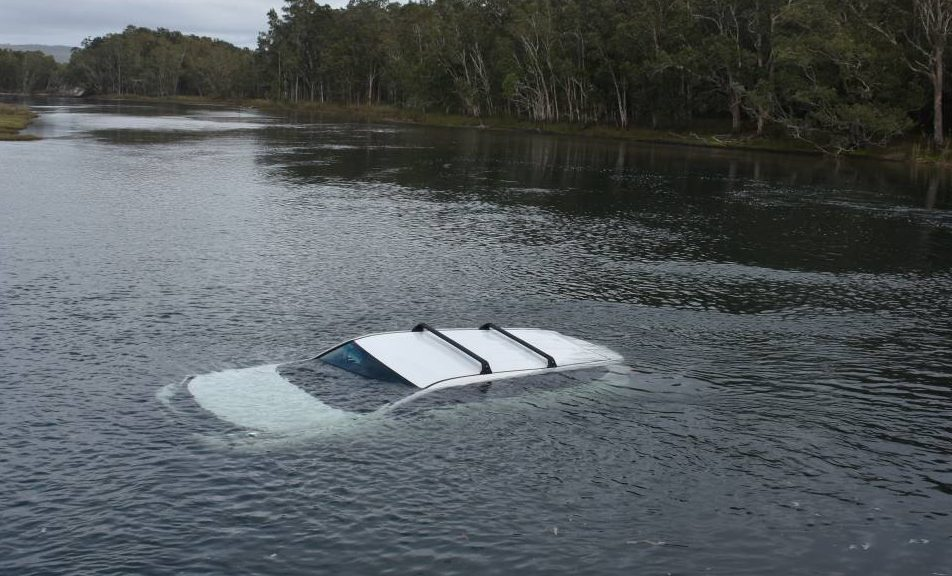 Чоловік втопив авто