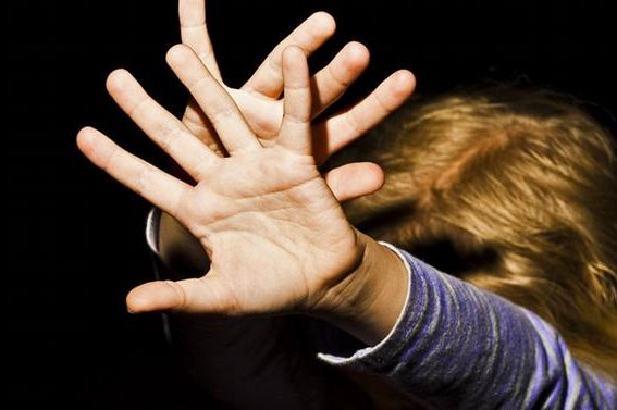 На Харківщині жінка побила до смерті дворічну доньку