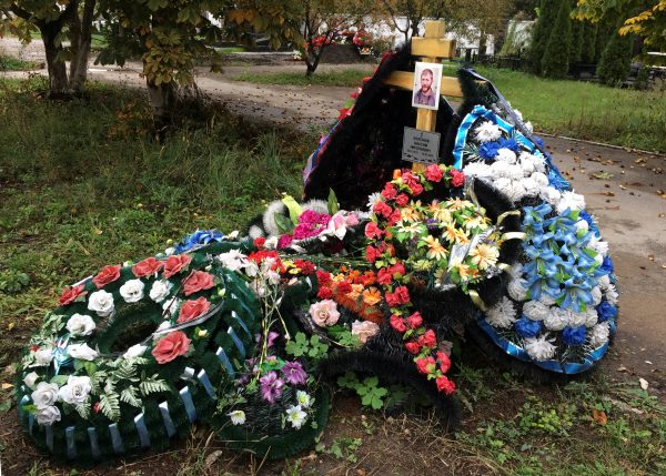 A grave of Russian contractor Maxim Kolganov, who was killed in combat in Syria, is pictured in his hometown of Togliatti, Russia, September 29, 2016. Picture taken September 29, 2016. To match Insight  MIDEAST-CRISIS/SYRIA-RUSSIA       REUTERS/Maria Tsvetkova