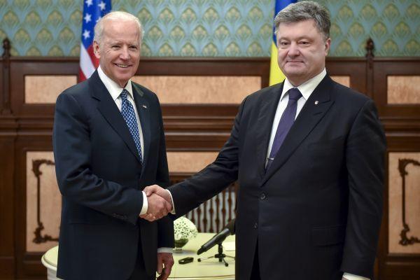 Порошенко иБайден обсудили кризис вУкраине