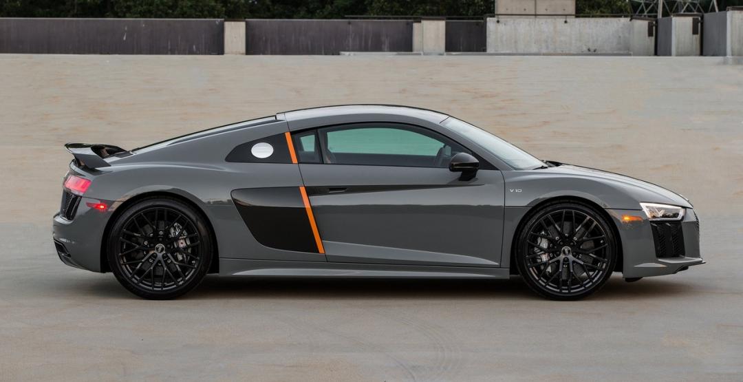 Шкіряний салон і лазер у фарах: ексклюзивний суперкар від Audi