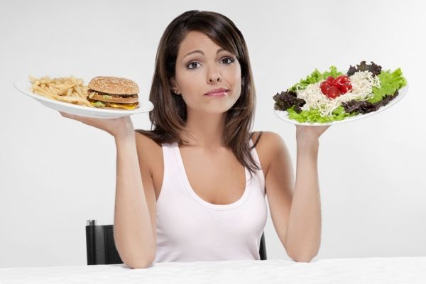 вегетарианка ест мясо