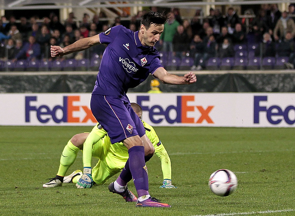 FLORENCE, ITALY - NOVEMBER 03: Nikola Kalinic of ACF Fiorentina scores a goal during the UEFA Europa League match between ACF Fiorentina and FC Slovan Liberec at Artemio Franchi on November 3, 2016 in Florence, .  (Photo by Gabriele Maltinti/Getty Images)