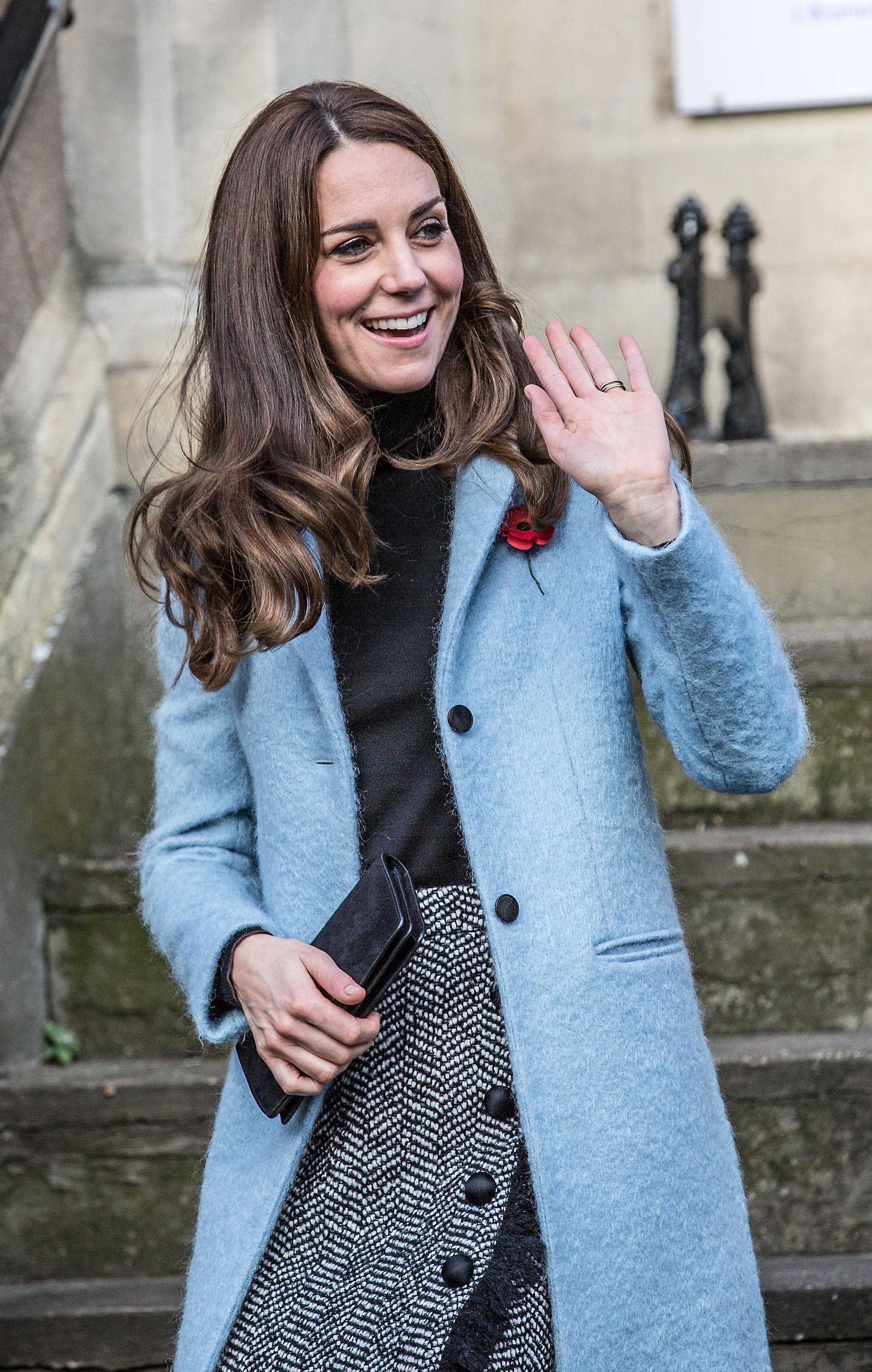 Кейт Міддлтон у спідниці від Dolce&Gabbana