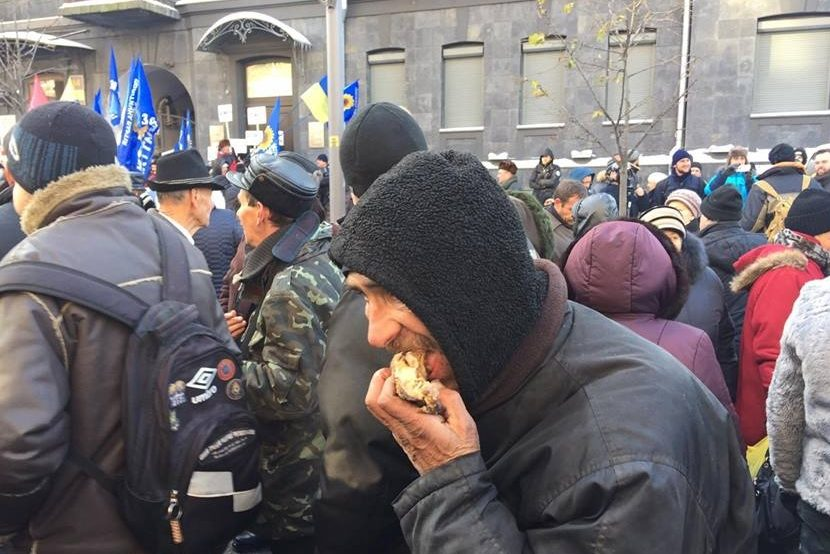 Голые Девушки На Митинге В Киеве Фото