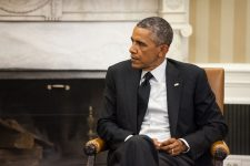 31749938 - washington d.c., usa - sep 18, 2014: united states president barack obama during an official meeting with the president of ukraine petro poroshenko in washington, dc (usa)