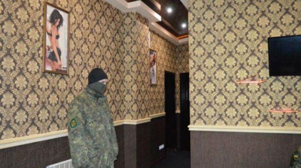 Поліція ліквідувала бордель в Донецьку