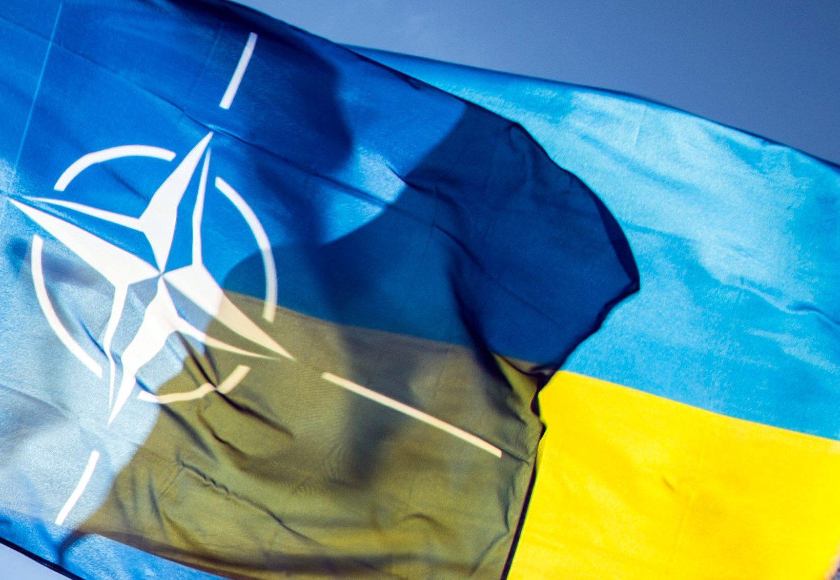 НАТО не буде захищати Україну