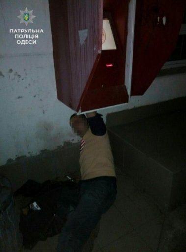 Чоловік застряг у терміналі