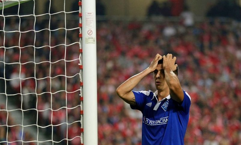Dynamo Kyiv's defender Yevhen Khacheridi reacts after missing a goal opportunity  during the UEFA Champions League Group B football match SL Benfica vs FC Dynamo Kyiv at the Luz stadium in Lisbon on November 1, 2016. / AFP / JOSE MANUEL RIBEIRO        (Photo credit should read JOSE MANUEL RIBEIRO/AFP/Getty Images)