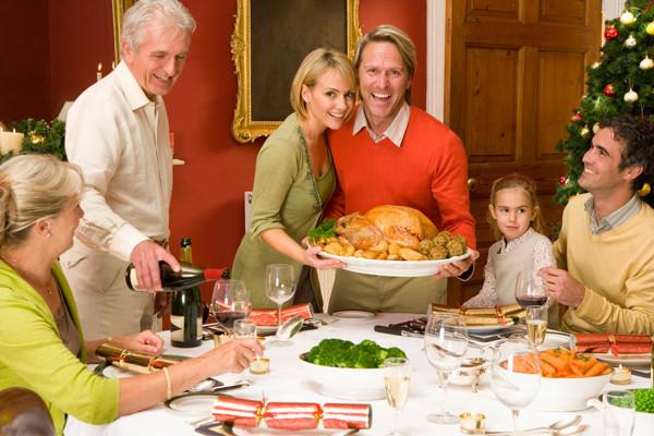 thanksgiving-family-dinner
