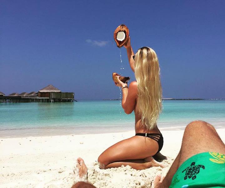 шалости на пляже фото