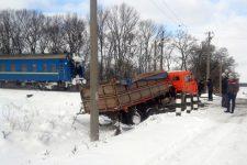 Поїзд протаранив вантажівку