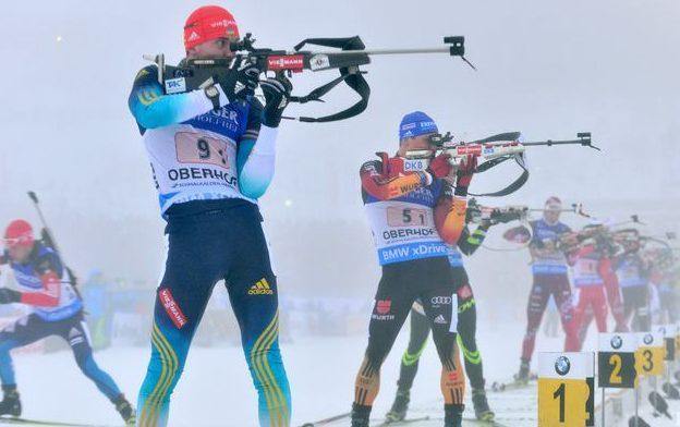 epa04551097 Dmytro Pidruchnyi (C) of Ukraine and Erik Lesser (L) of Germany in action during the Biathlon World Cup 4 x 7.5 km men's relay in the DKB Ski Arena in Oberhof, Germany, 08 January 2015.  EPA/MARTIN SCHUTT