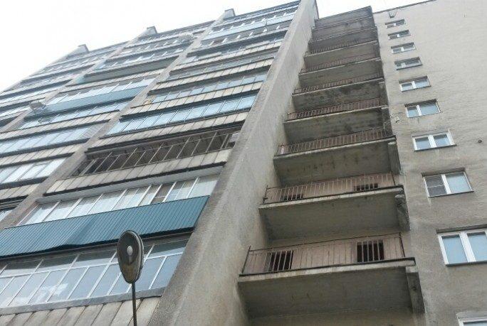 ВМонино мужчина выбросил малыша свосьмого этажа— сумасшествие