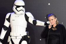 epa05689538 (FILE) - A file picture dated 16 December 2015 shows US actress/cast member Carrie Fisher posing next to a Stormtrooper film character at the European premiere of 'Star Wars: The Force Awakens' in Leicester square, London, Britain. According to media reports, Carrie Fisher has died aged 60 in Los Angeles on 27 December 2016, citing her daughter's publicist.  EPA/FACUNDO ARRIZABALAGA