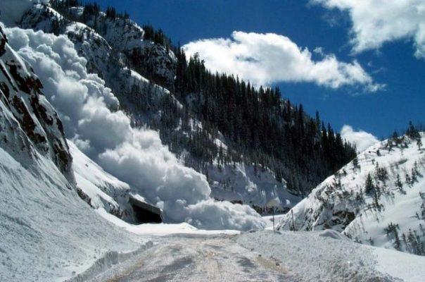 Из-за снегопада вЗакарпатье произошел сход 2-х лавин