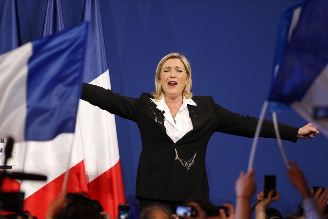 Опрос: Вовтором туре выборов президента Франции Фийон победит ЛеПен