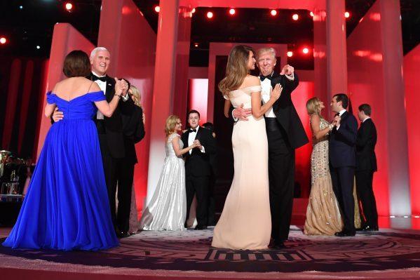 Ральф Лорен оденет супругу Трампа для церемонии инаугурации