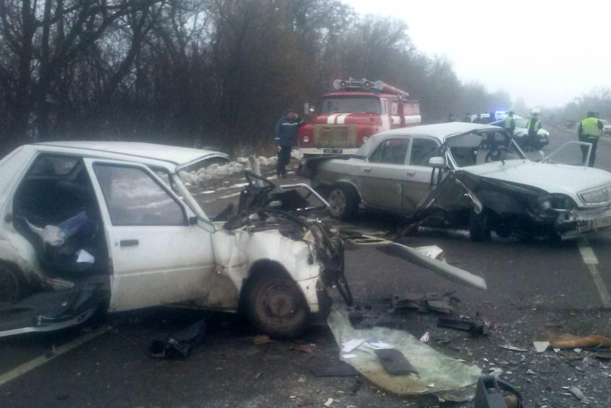 Натрассе Киев-Одесса случилось ДТП при участии военного, 3 погибших