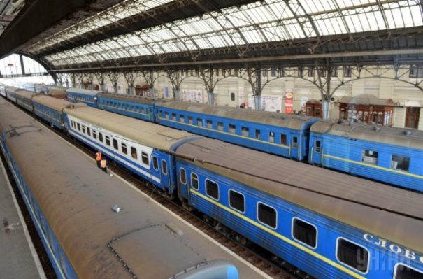 Власти хотят снова поднять цены напоезда
