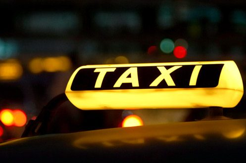 Винтернете появилось видео нападения таксиста наженщину с сыном