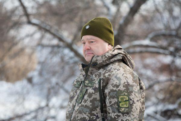 Порошенко позволил ВСУ под Авдеевкой открывать огонь вответ
