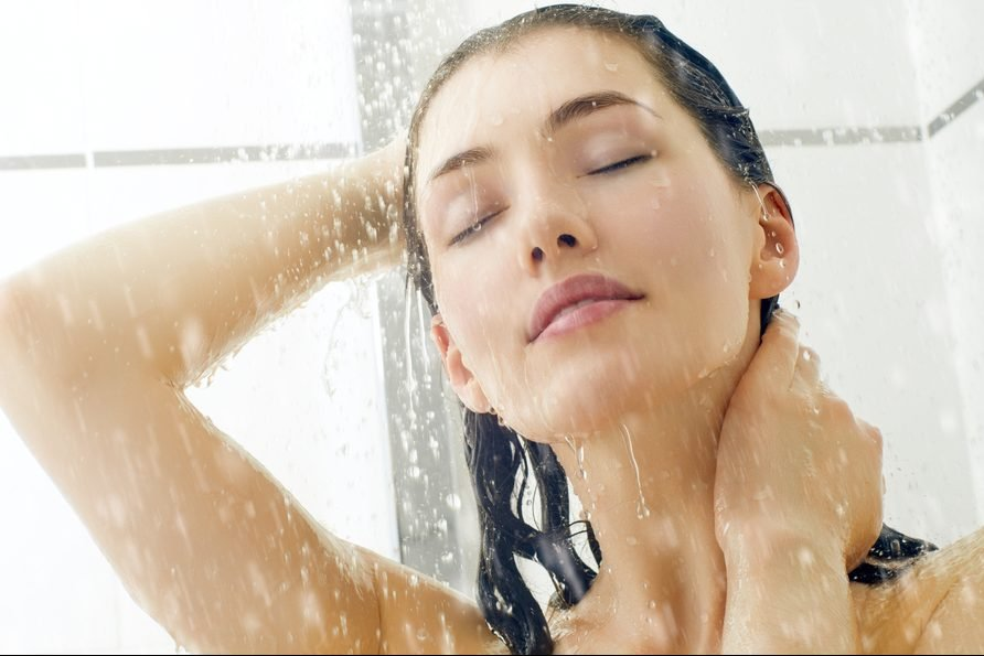 Красавица моется онлайн