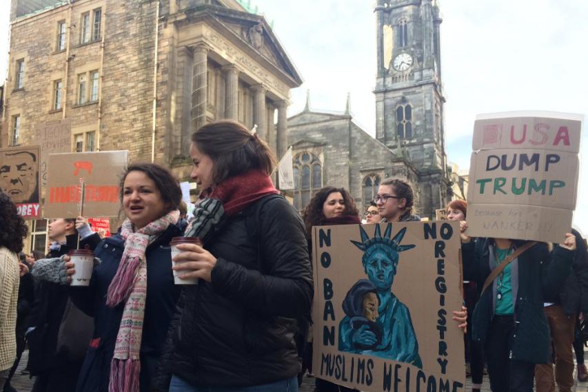 Несколько тыс. британцев пришли на новейшую акцию протеста против Трампа встолице Англии