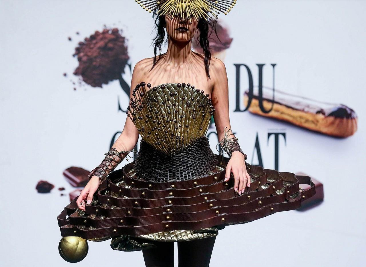 Фото платье из шоколада