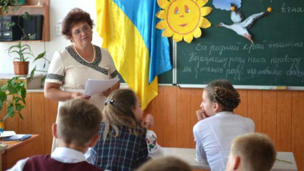 Зарплата українського вчителя – найнижча в Європі, а робоче навантаження – одне з найбільших.