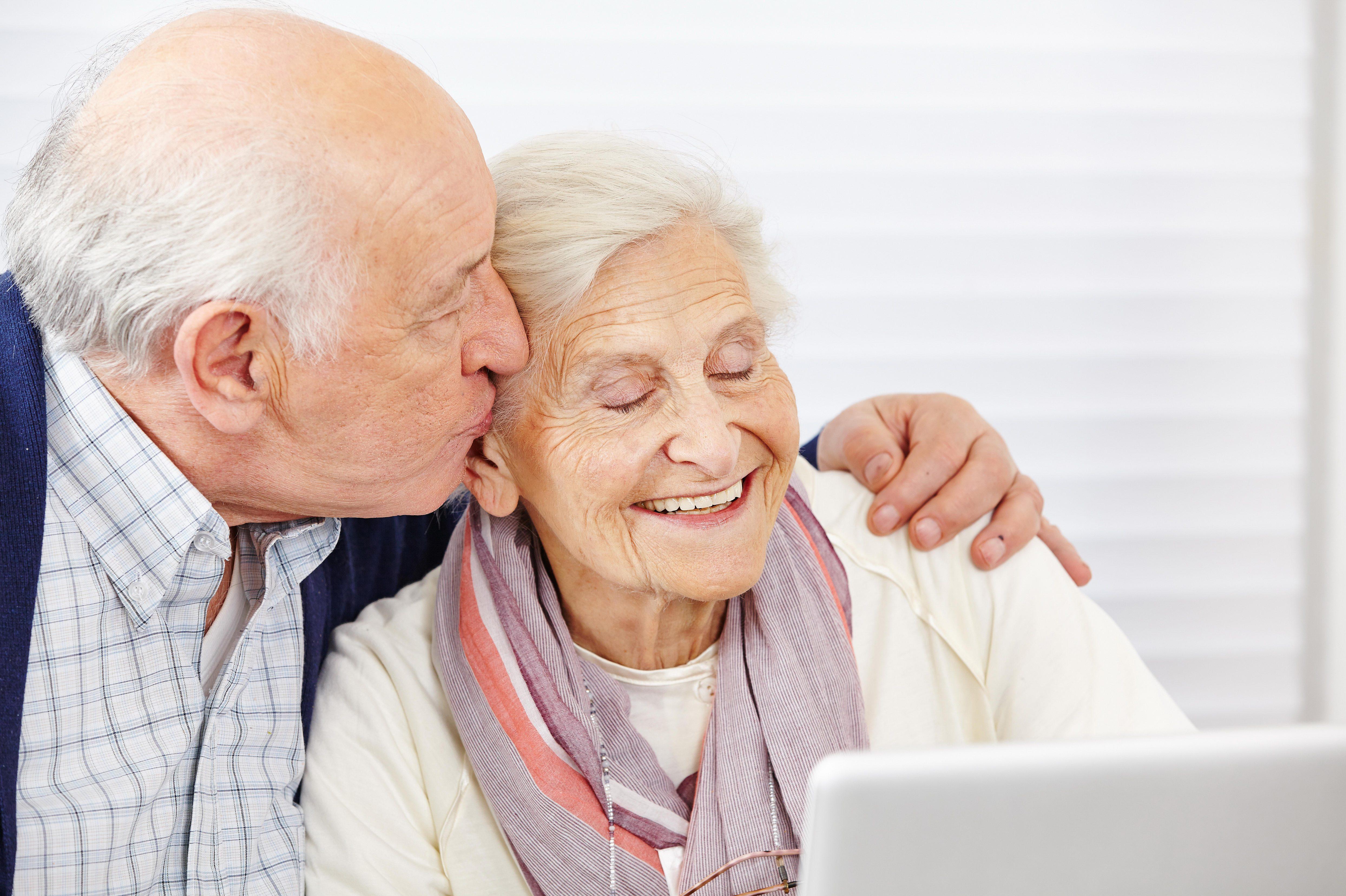 Сексу 80 лет